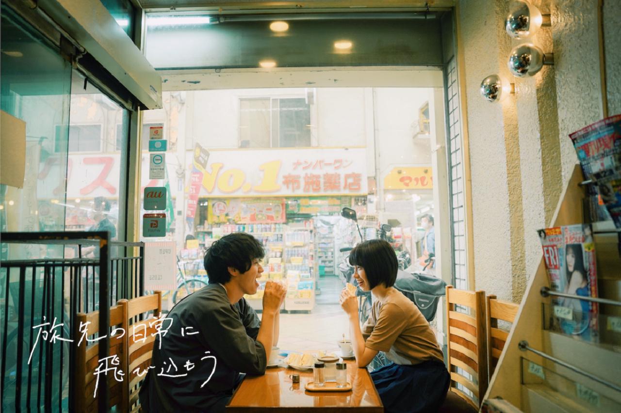 カフェから見える商店街