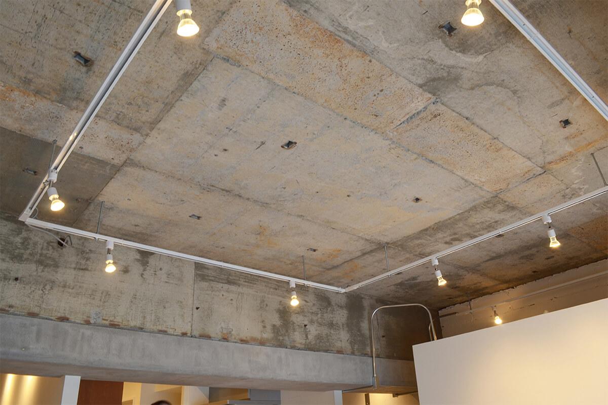 リノベーションのコンクリート天井