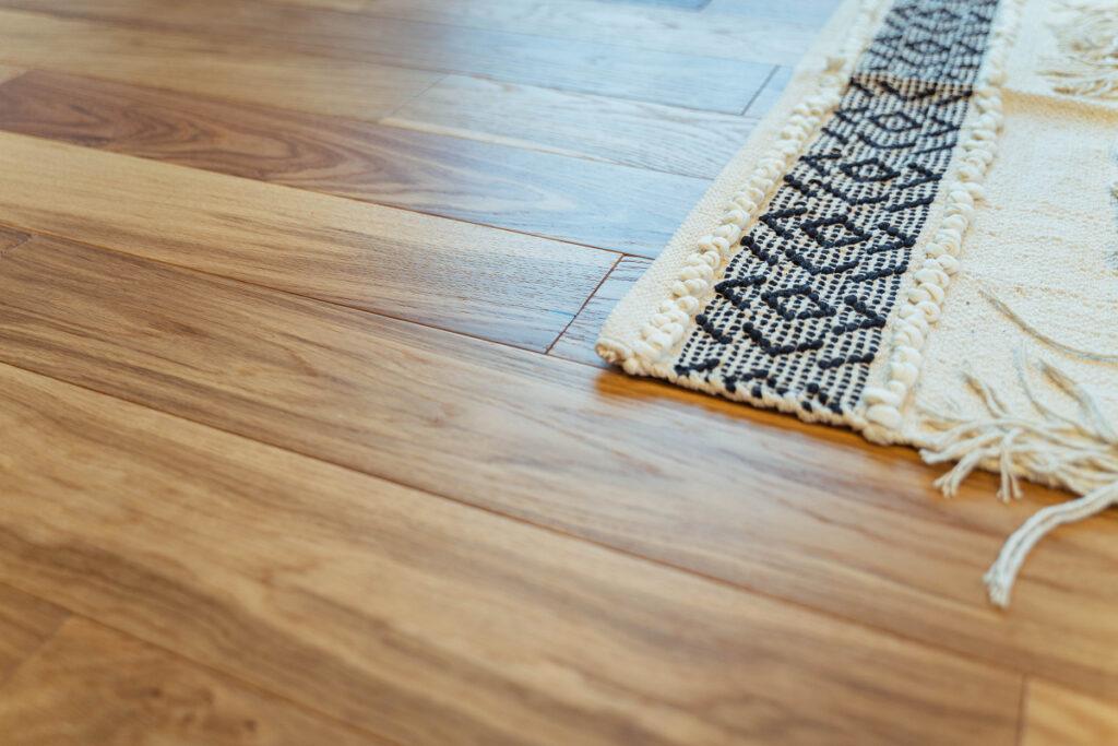 木目の床材